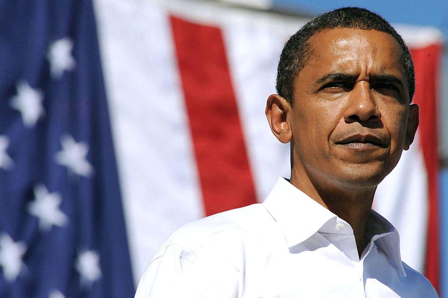 Barack Obama prepares his résumé during mock interview on The Late