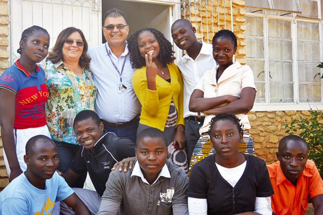 Missionário metodista na África precisa de doações de Bíblias