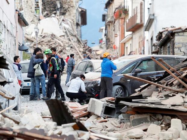 Já são 73 pessoas mortas em terremoto na Itália