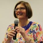 Sarah Wilke palestra sobre globalização na ASEC
