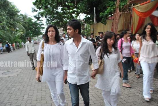 Aditi-Gowitrikar-and-Vikram-Phadnis.jpg