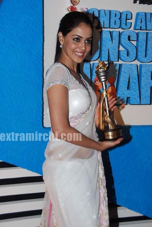 Genelia-dsouza-at-CNBC-Awaaz-Consumer-Awards-12.jpg