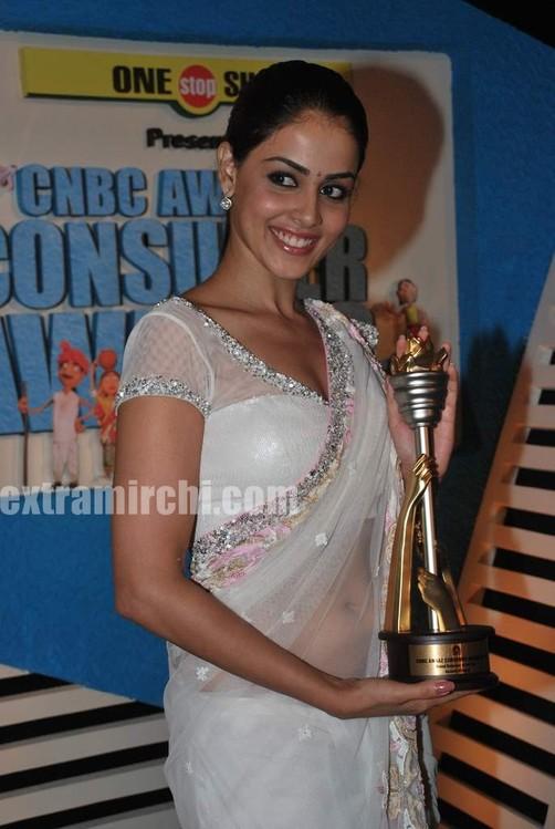 Genelia-dsouza-at-CNBC-Awaaz-Consumer-Awards-3.jpg