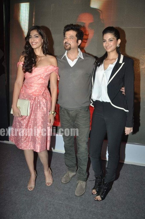 Anil-Kapoor-with-daughters-Sonam-Kapoor-and-Rhea-Kapoor-2.jpg