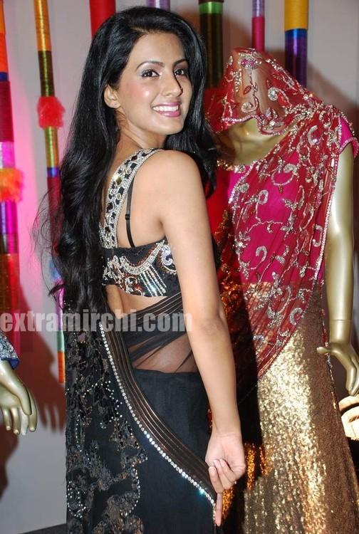 Geeta-Basra-at-Royal-Wedding-show-2.jpg