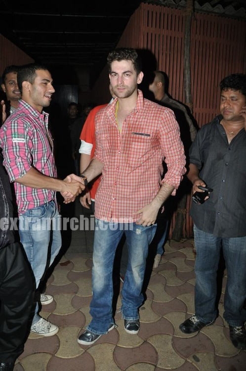 Neil-Nitin-Mukesh-spotted-at-Saat-Khoon-Maaf-party.jpg