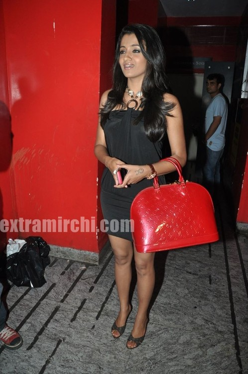 Trisha-at-Special-Screening-of-Khatta-Meetha-4.jpg