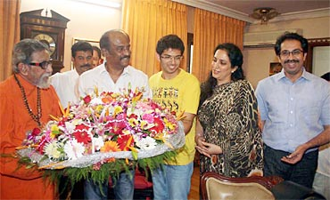 Rajnikanth-met-chief-of-Shiv-Sena-Bal-Thackeray.jpg