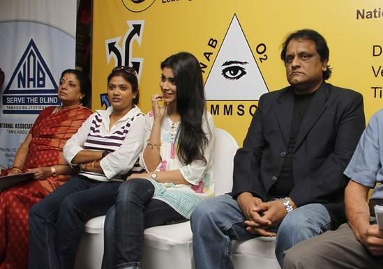 Shriya-at-Annual-Car-Rally-for-the-Blind-1.jpg