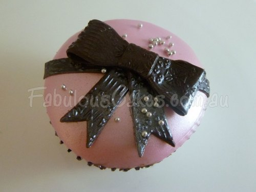 black-bow-tie-cup-cake