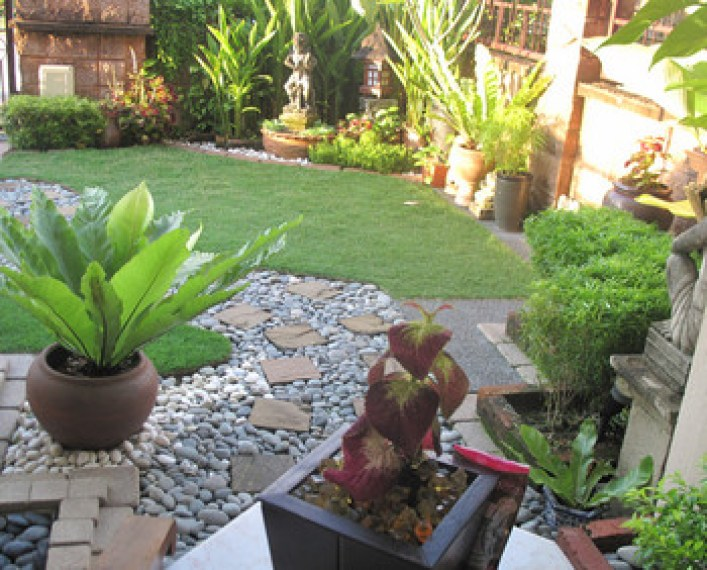 Landscaping ideas for your small front gardens for Patio designs for small gardens