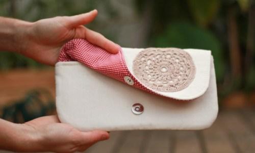 poseta handmade cu floare crosetata