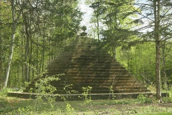 Das Geheimnis der Pyramide im Schaumburger Wald (bei Rusbend)
