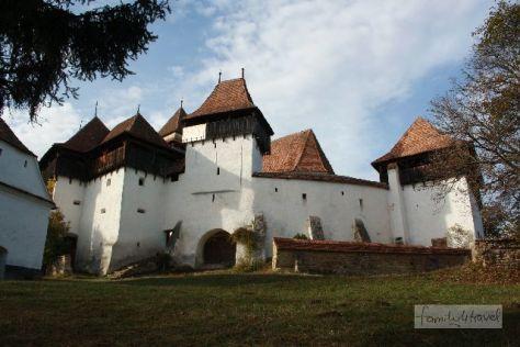 In Deutsch-Weißkirch steht heute noch eine der typischen Wehrkirchen der Siebenbürger Sachsen.