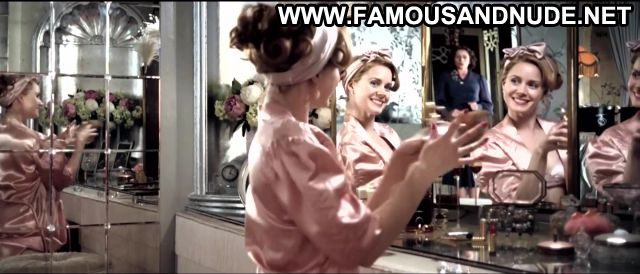 Amy Adams Miss Pettigrew Lives For A Day Bathroom Panties