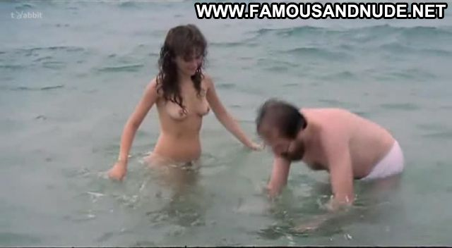 Carmen Perez Nude Sexy Scene La Quinta Del Porro Nudist Cute
