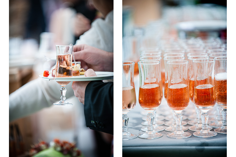 Photos de détails des coupes de champagne rosé lors du vin d'honneur d'un mariage en auvergne.