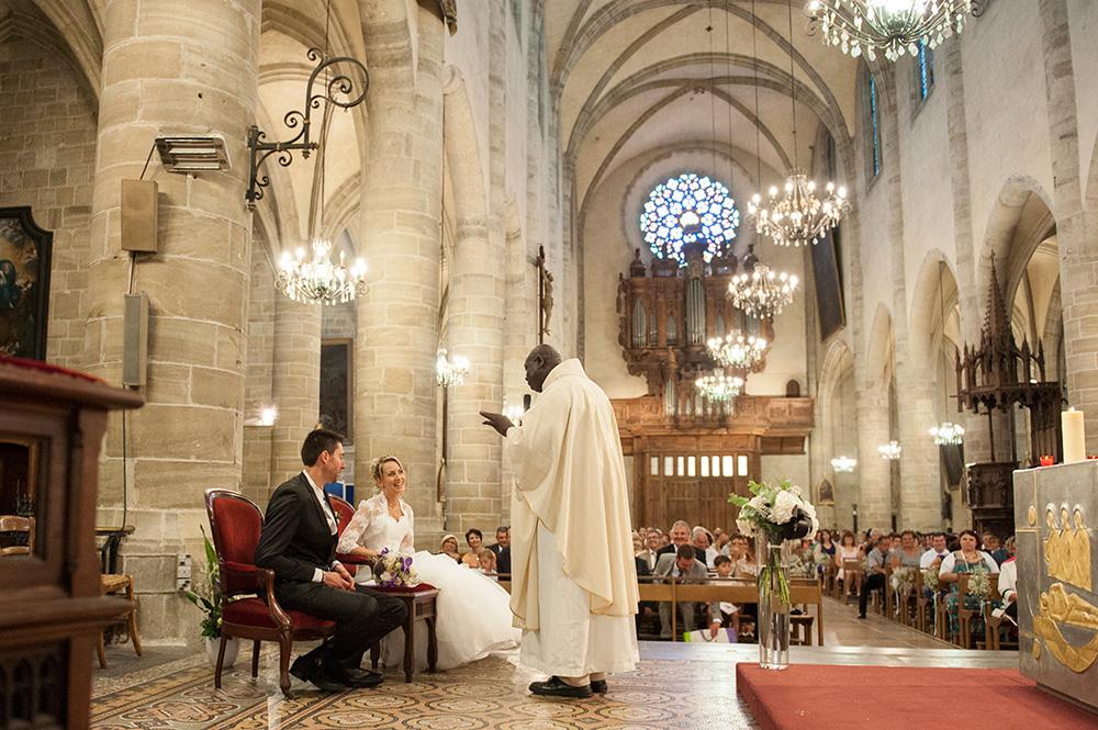 Photographie d'un mariage à la cathédrale de Mendes en lozère, par un photographe professionnel de clermont-ferrand.