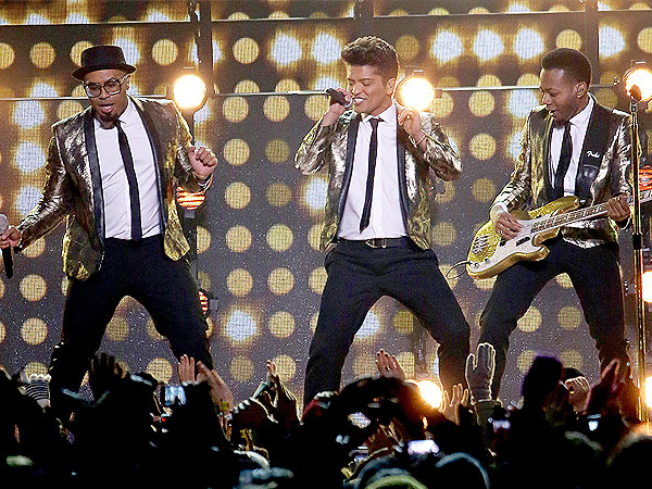 One Direction Cute Wallpaper Bruno Mars Singing And Dancing Picture Bruno Mars Photos