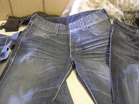 stitchless_denim_jeans