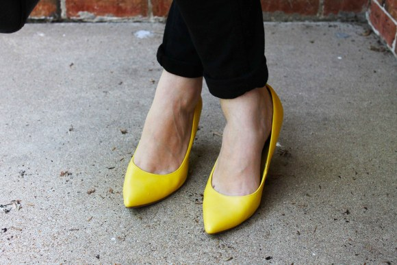 Yellow pointy toed heels