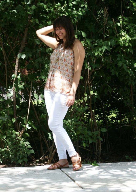 Jeanne FBC le-tote-giveaway-white-jeans-loft-paisley-coral-top-old-navy-strappy-huarache-sandals-cognac-fringe-necklace 6