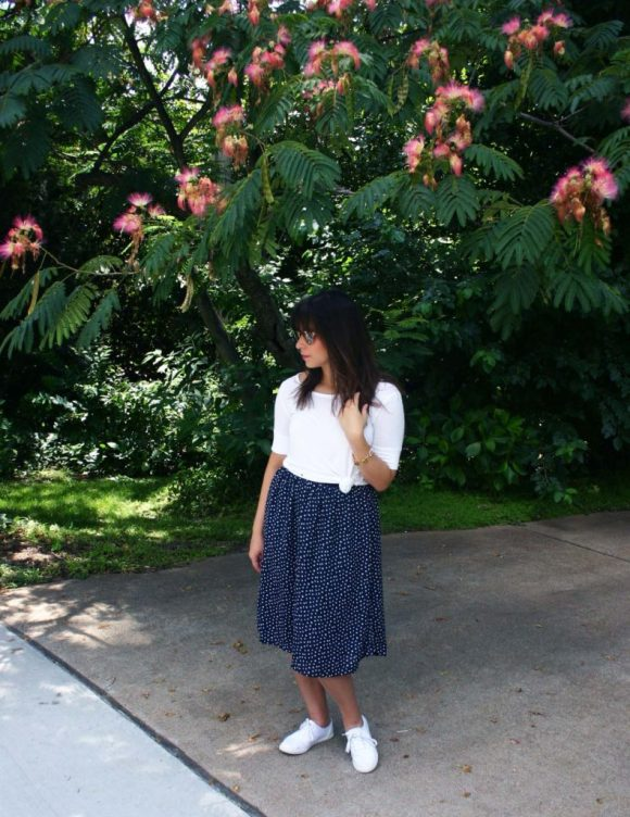 Jeanne FBC navy-white-polka-dot-midi-skirt-hm-white-tee-shirt-target-lunea-sneakers-rose-sunglasses-pink-statement-bracelet 5