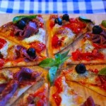 Pizza tomates cerises, mozzarella et coppa