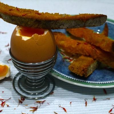 Soupe de lentilles corail au lait de coco & Oeufs à la coque, mouillettes au safran