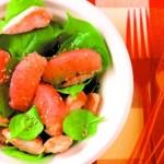 Salade de poulet au sésame, épinards et pamplemousse