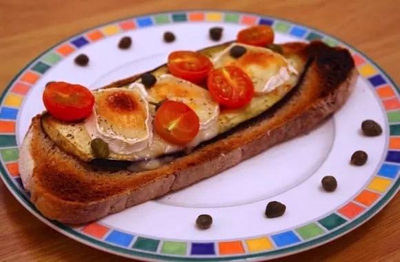 tartine aubergines chevre tomates