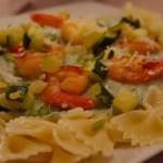 Farfalles au crevettes, sauce courgette-pistache