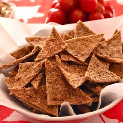 Chips de pitta au poivre & sauce dips mango chutney-fromage frais