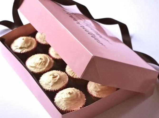 cupcakes vanille, glaçage caramel beurre salé fleur de sel, boîte agent provocateur