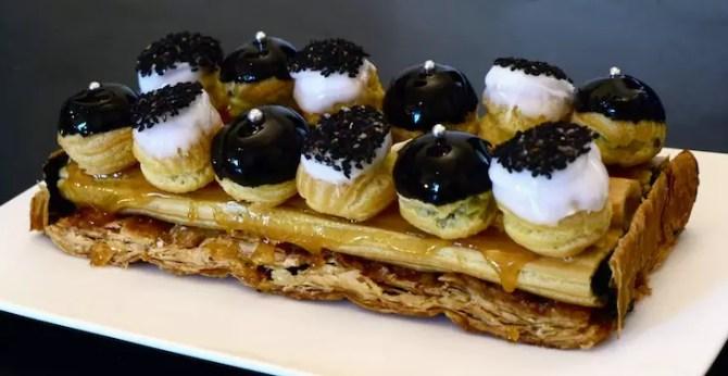 St Honoré revisité, noir et blanc, vanille et sésame-noir