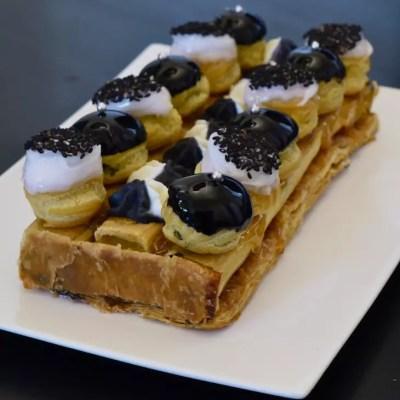 St-Honoré revisité bicolore (vanille & sésame noir)