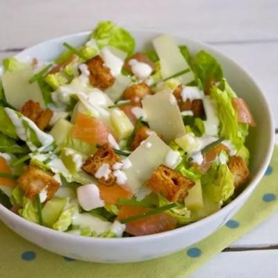 Salade César légère au saumon fumé