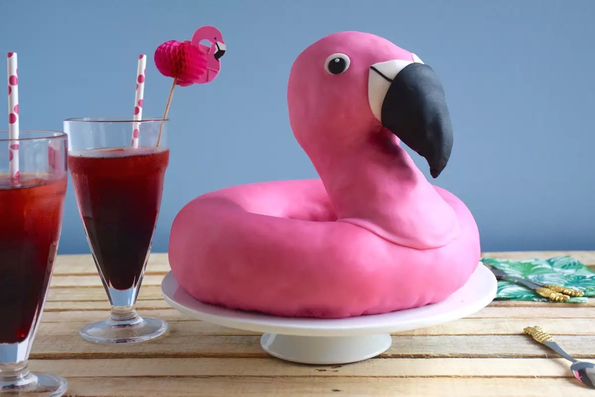 Flamingo pool float cake