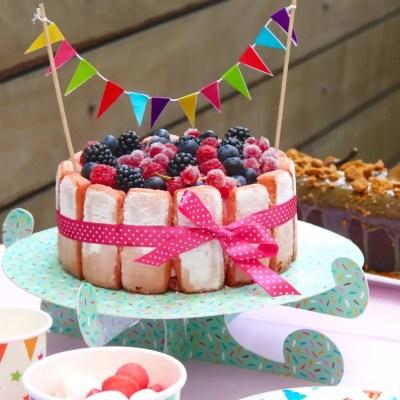 Hello Tastemade – Charlotte légère aux fruits rouge