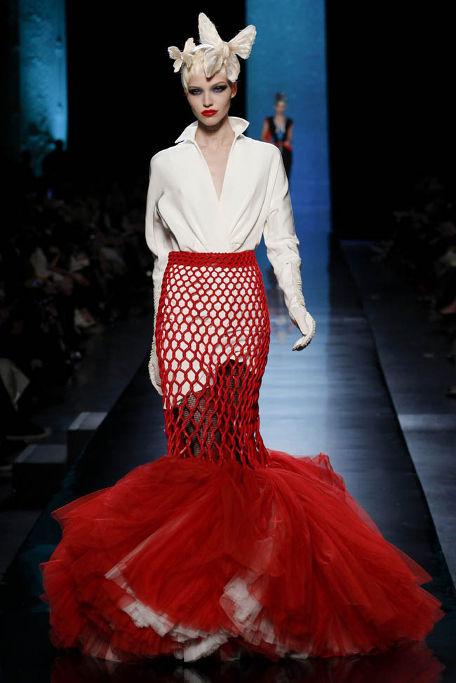 http://i0.wp.com/www.fashiongonerogue.com/wp-content/uploads/2014/01/jean-paul-gaultier-haute-couture-spring-2014-show21.jpg