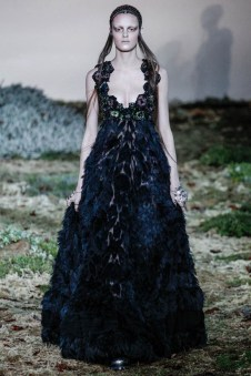 Alexander McQueen Fall/Winter 2014 | Paris Fashion Week