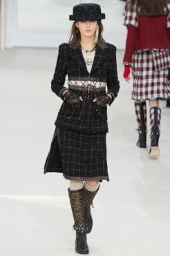 Chanel-2016-Fall-Winter-Runway28