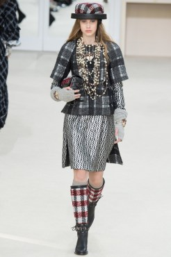 Chanel-2016-Fall-Winter-Runway29