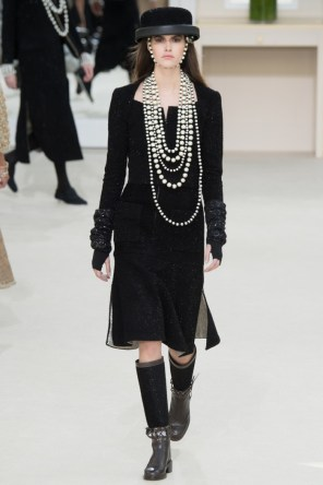 Chanel-2016-Fall-Winter-Runway53