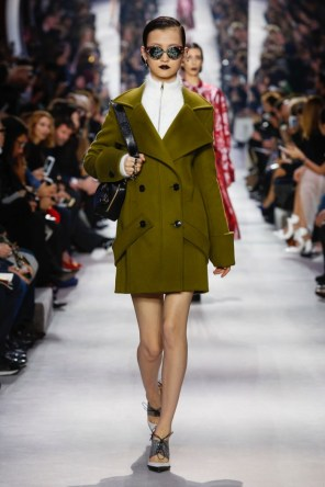 Dior-2016-Fall-Winter-Runway17
