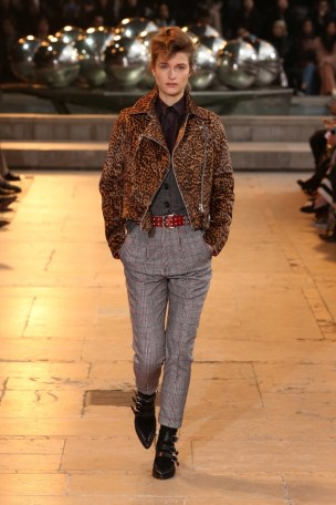 Isabel-Marant-2016-Fall-Winter-Runway16
