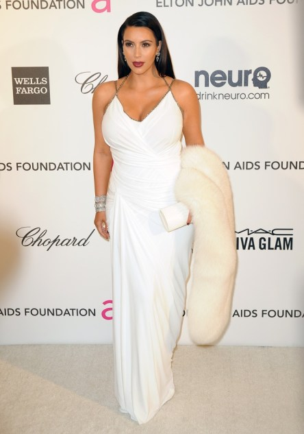 Kim-Kardashian-2013-White-Dress-Fur-Stole