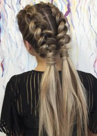 51 Pretty Holiday Hairstyles For Every Christmas Outfit ...