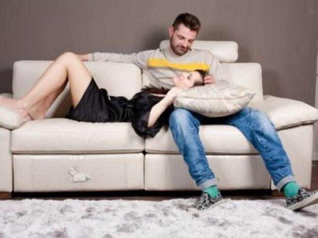 534642-A-perda-da-privacidade-é-uma-das-desvantagens-de-morar-junto-com-alguém.-Foto-divulgação
