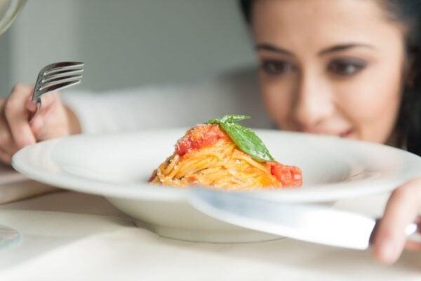 Qual é o caminho que os alimentos fazem dentro de nosso organismo? Qual é o caminho que os alimentos fazem dentro de nosso organismo? 1 202
